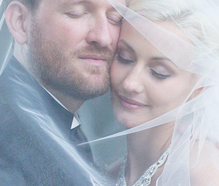 voile-couple-mariés-amour
